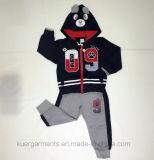 O menino dos miúdos ostenta o terno na roupa dos miúdos para ternos de Hoodies do inverno