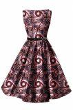 Le signore di stile di modo che coprono la cera africana hanno stampato i vestiti di Ankara