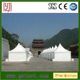 판매를 위해 천막을 광고하는 임시 Pagoda