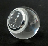 Bola de cristal o relógio para mesa e decoração do escritório
