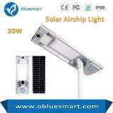 Todo en uno de 30W/al aire libre de la calle solar integrada de la luz del sensor con fuente de luz