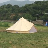 屋外のキャンプの鐘テント