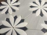 Mattonelle della stanza da bagno del mosaico del marmo del getto di acqua