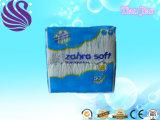 Sensação de algodão e elevada capacidade de absorção das fraldas para bebé descartáveis