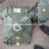 Le réservoir du moteur de mixage pour pu verser de la machine