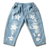 Luz azul padrão de estrelas extraídas jeans de silk-screen cabrito do bebé