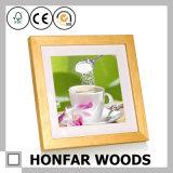 Cornice di legno di pino con la stuoia bianca per il regalo di natale
