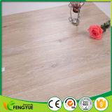 Plancher en plastique de PVC de configuration en bois de sensation de nature de couleur légère