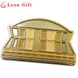 Изготовленный на заказ покрынные золотом штыри отворотом эмали цвета золота значка