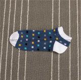 革新的な製品のエクスポートの通気性の人の綿の運動足首のソックス