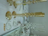 Держатель для свечи металлического цвета золота стеклянный с плакатом 3