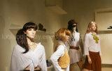 복장 전시를 위한 현실적 여성 마네킹