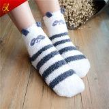 Hübscher Muster-Knöchel-flockige Socken für Mädchen