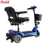Tre rotelle comprimono il motorino pieghevole elettrico di mobilità del motorino Handicapped