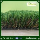 옥외 정원은 35mm 고도, U 모양 인공적인 잔디를 사용했다
