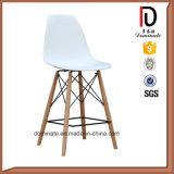 Colorée et haute jambe de bois Cafe Bar chaise en plastique