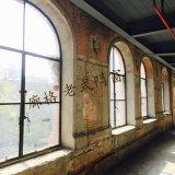Progettare la finestra per il cliente antica del ferro