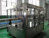 El llenado de agua de la máquina de embotellado de bebidas