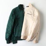 미국 순서 Qiu Dong는 간결하게 누비질한 면 의복에 의하여 수를 놓은 야구 한 벌 재킷을 누비질했다