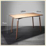 Простой современный обеденный стол цельной древесины