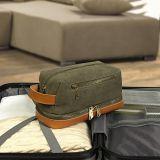 Aparelhos electrodomésticos travando saco de produtos de higiene pessoal de Viagem