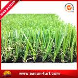 緑色の人工的な草の小型ゴルフカーペット