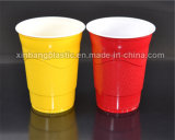 使い捨て可能な16e 16ozはプラスチックコップの赤のコップを浮彫りにする