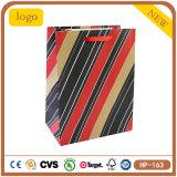 Bolso de compras de vestir del papel revestido de la raya de la gema roja y negra de los cosméticos