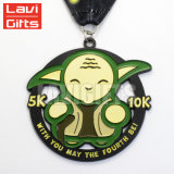 La vente en gros personnalisent le médaillon fait sur commande de médaille d'enfants de récompenses de sport de cuvette de gosses d'or en métal de cadeau avec la bande pour des gosses