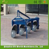 Il rifornimento ha montato l'aratro a disco per uso del trattore fatto in Cina