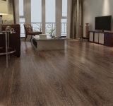 Un revêtement de sol en vinyle imperméable intérieur Revêtement de sol PVC Lvt pour la maison de planches