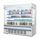 Un supermarché ouvert avant le refroidisseur de cas d'affichage de fruits pour boissons