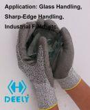 Разрежьте устойчив серый провод фиолетового цвета для рук с покрытием перчатки разрез на уровне 5
