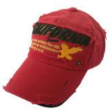 أحمر أب قبّعة مع علامة تجاريّة لطيف