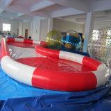 Il grande raggruppamento gonfiabile per l'acqua gioca la piscina