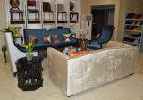 Madera de alta parte posterior del cuero y Presidente de la tela del sofá Muebles en pasillo del hotel