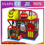 O tema do cantão caçoa o equipamento interno do campo de jogos (QL-18-3)