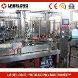 Máquina de rellenar en botella de las bebidas carbónicas