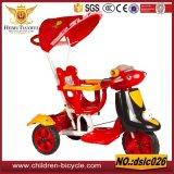 Fahrt der Kind-3wheels auf Auto-Spaziergänger