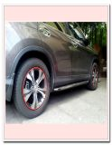赤い車の車輪ハブの縁のかど金のリングのタイヤの監視ラインゴム製ストリップ