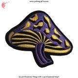 Het kleurrijke Paddestoel Geborduurde Ijzer van het Kenteken bij het Baksel (yh-EB139)