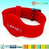Braceletes ajustáveis em relevo MIFARE DESFire EV1 2K RFID pulseiras de silicone