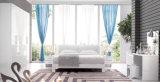 現代寝室の家具(HC221)のための木の光沢度の高いラッカーを塗られたベッド