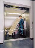 Levantar o elevador para o transporte da carga