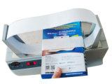 Prendendo com correias a máquina usada no campo da farmácia para empacotar a caixa do comprimido
