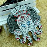 L'abitudine del metallo tagliata fabbrica della Cina mette in mostra le medaglie animali della stazione di finitura con l'imballaggio di OPP