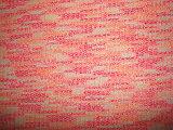 Bajada de la aguja hilados de distintos colores plata de la raya del hilo de rosca que hace punto de la costilla Tela