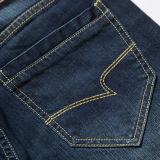 Calças de brim azuis em linha reta cabidas populares da sarja de Nimes dos homens do algodão C305