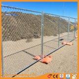 チェーン・リンクの金網の溶接された一時塀