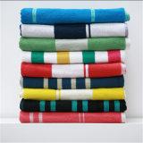 綿の糸の染められたベロアのビーチタオル